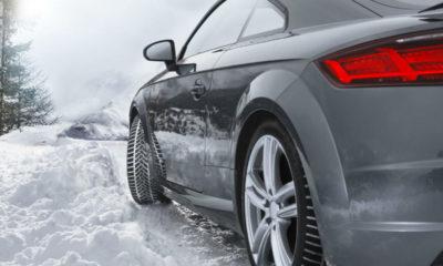 Manevrele bruşte de volan pot destabiliza maşina pe un drum acoperit cu zăpadă